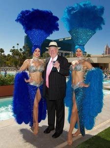Former Las Vegas Mayor Oscar Goodman with ae! Showgirls